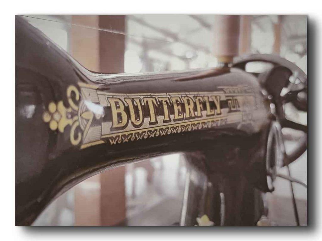 Máy may con bướm ngày xưa